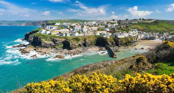 Happy #VanLife Happy Van Wife Top Places To Escape In The UK - by Fashion Du Jour LDN. Cornwall, cliffs. seaview, beach
